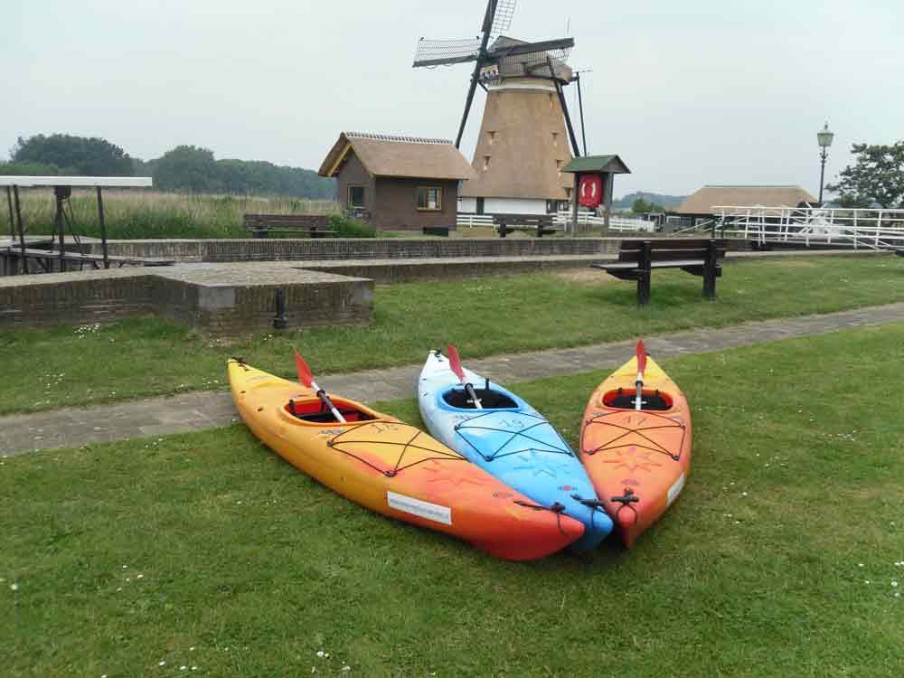 kayaks met molen